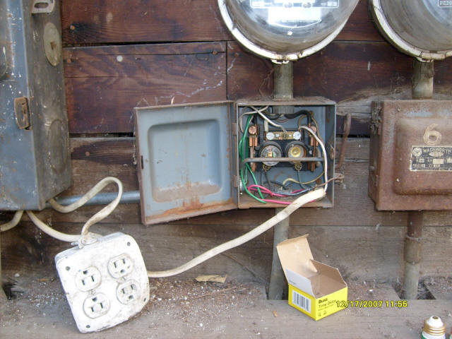 sergio s electric services rh ezadshawaii com Old Electrical Fuse Panels Old Fuse Box Wiring